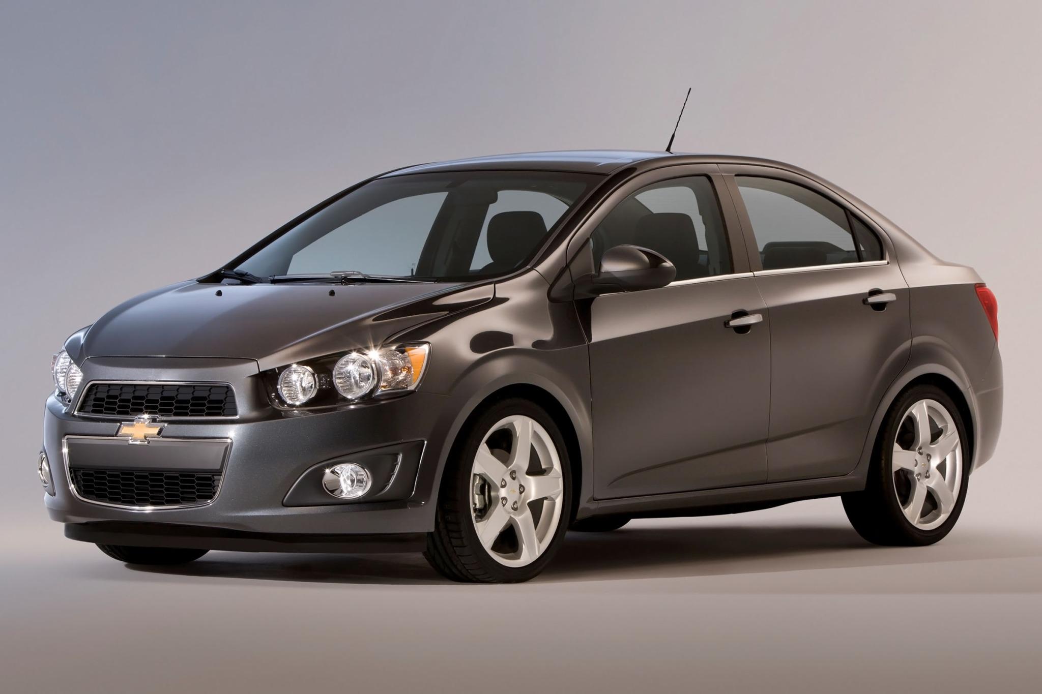 2013 chevrolet sonic sedan ltz fq oem 1 2048