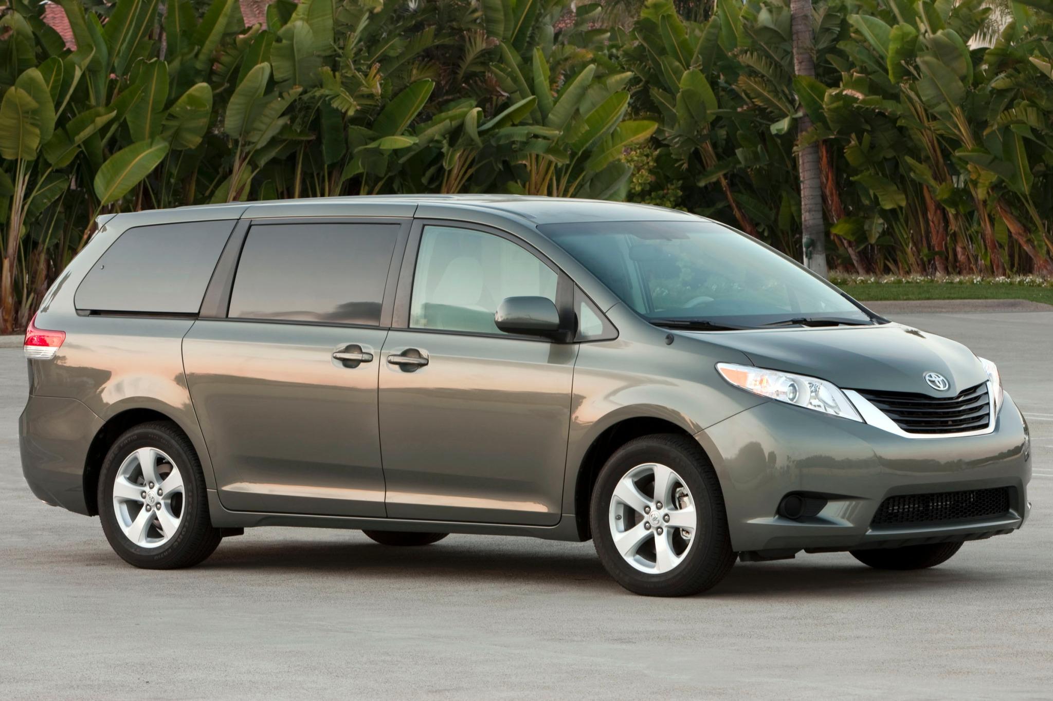2014 toyota sienna passenger minivan le 8 passenger fq oem 1 2048