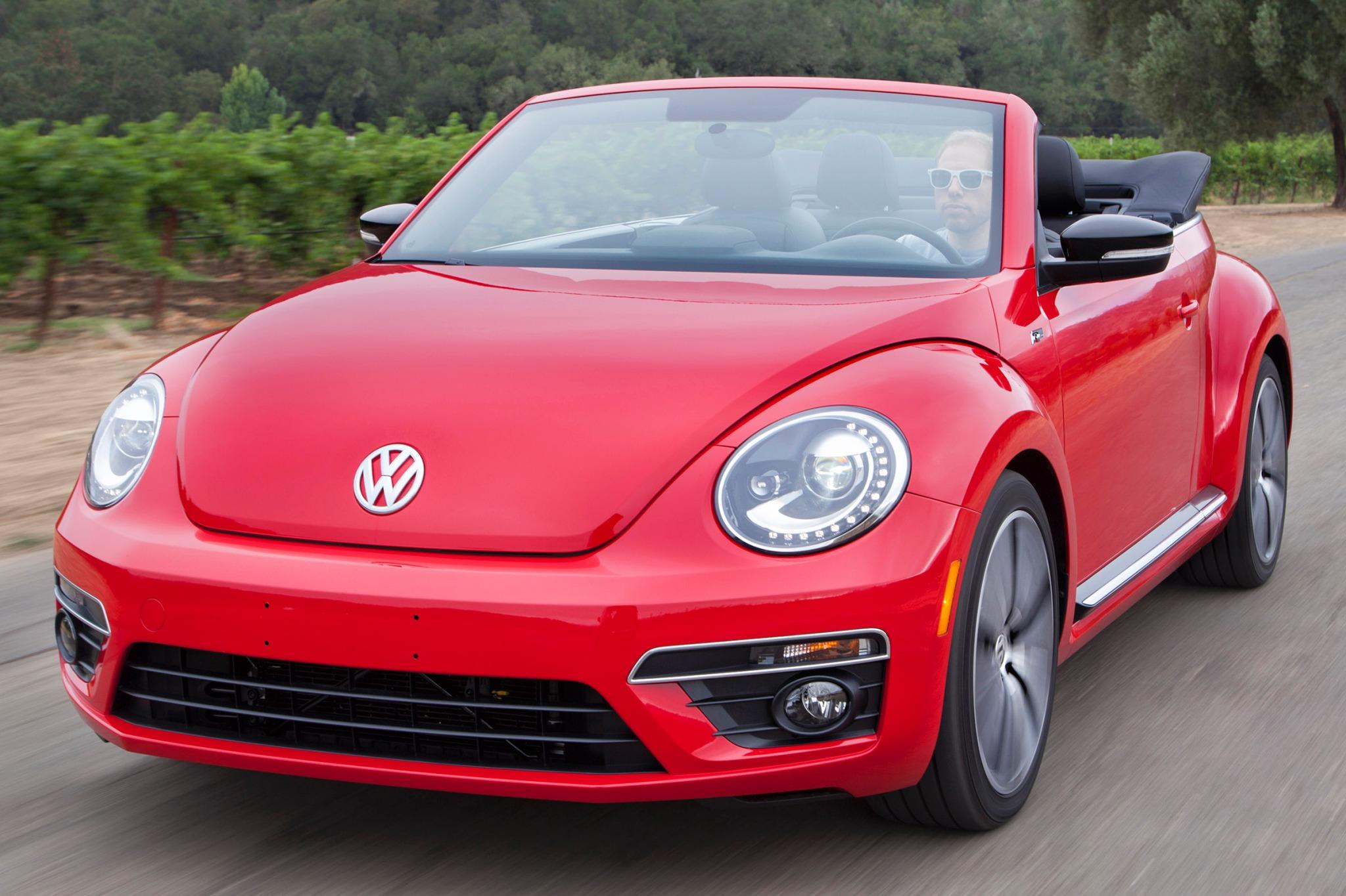 2015 volkswagen beetle convertible convertible r line fq oem 2 2048
