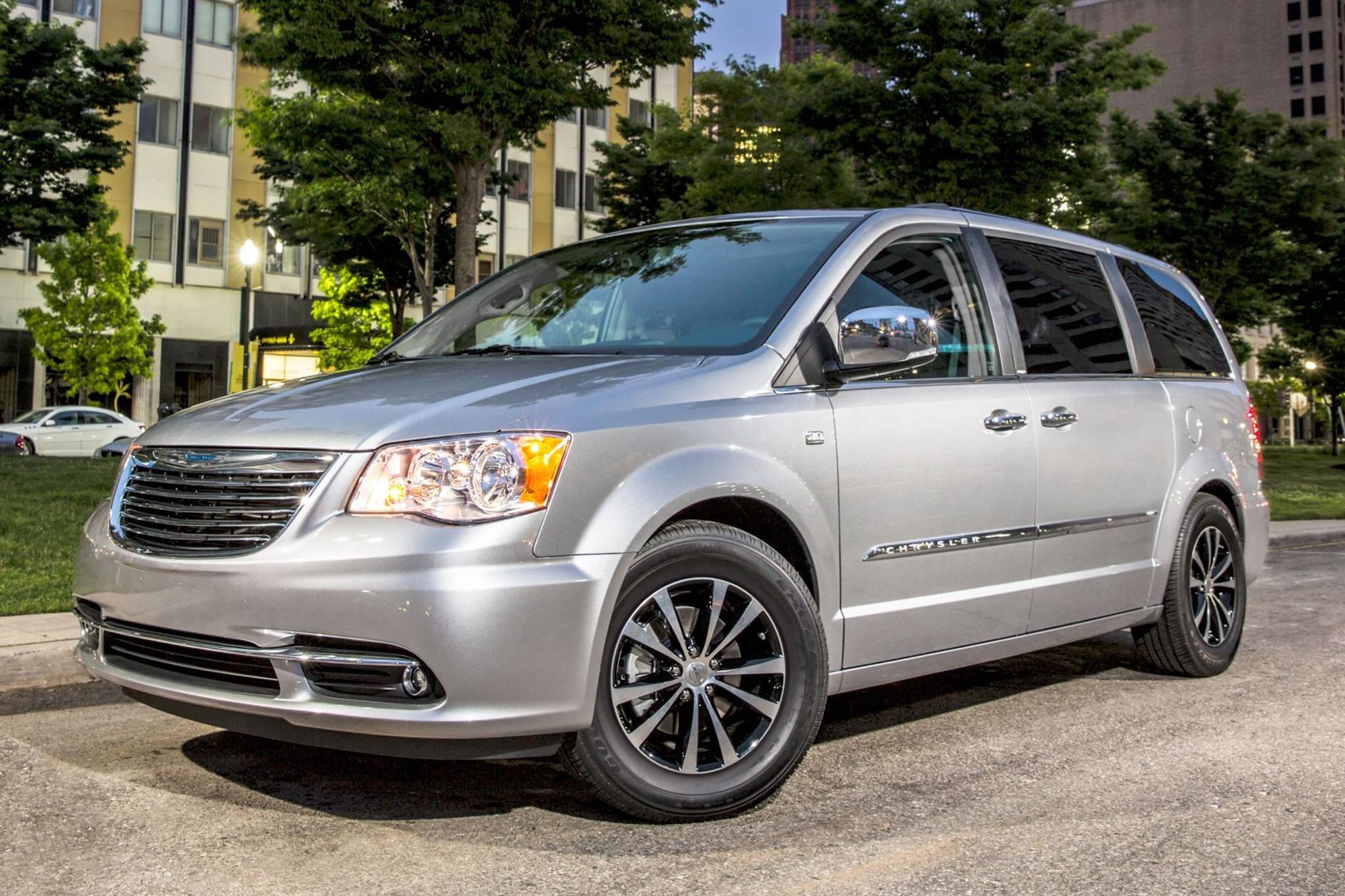 maintenance schedule for 2016 chrysler town and country openbay. Black Bedroom Furniture Sets. Home Design Ideas