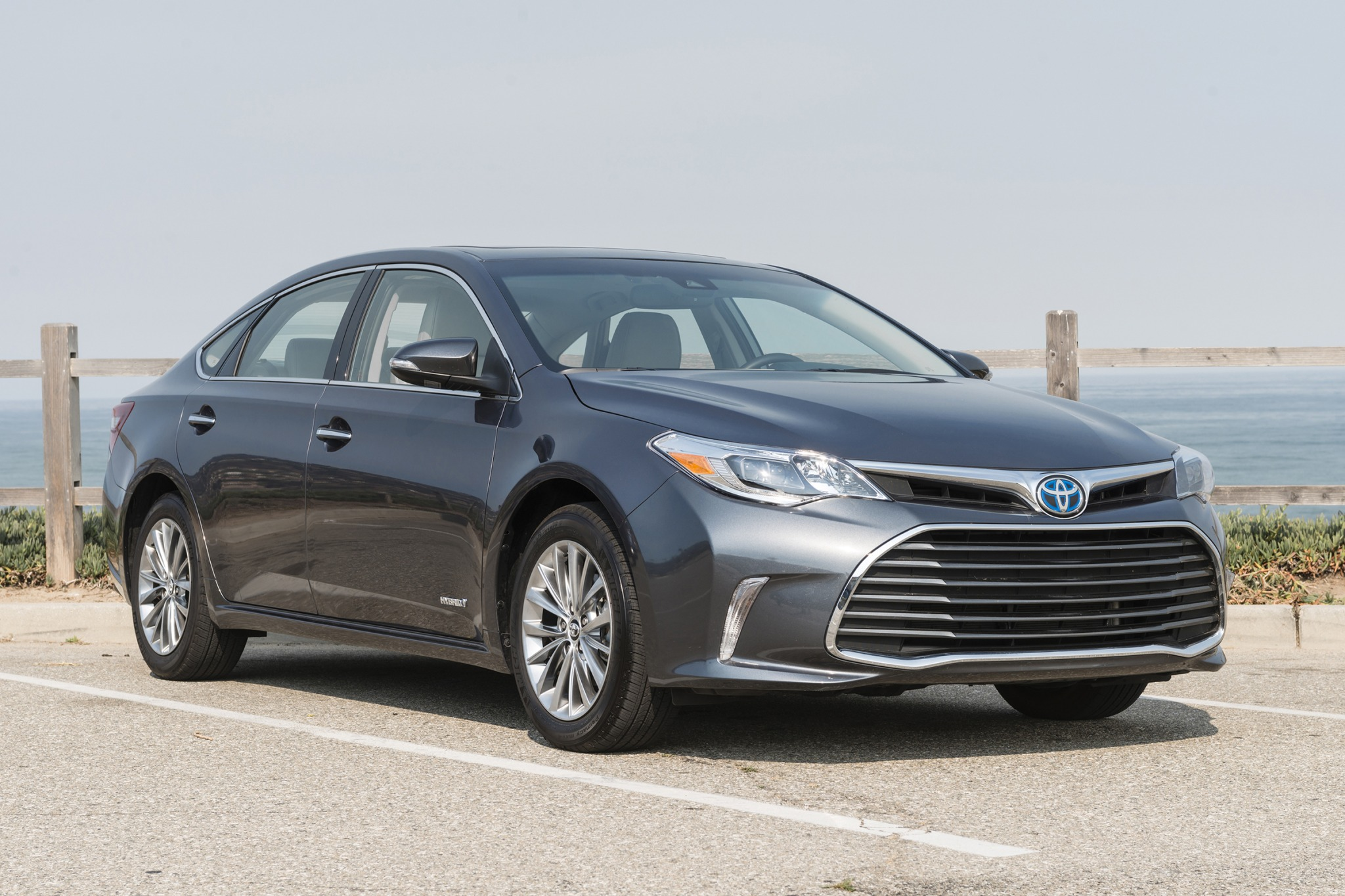 2017 toyota avalon hybrid sedan limited fq oem 1 2048