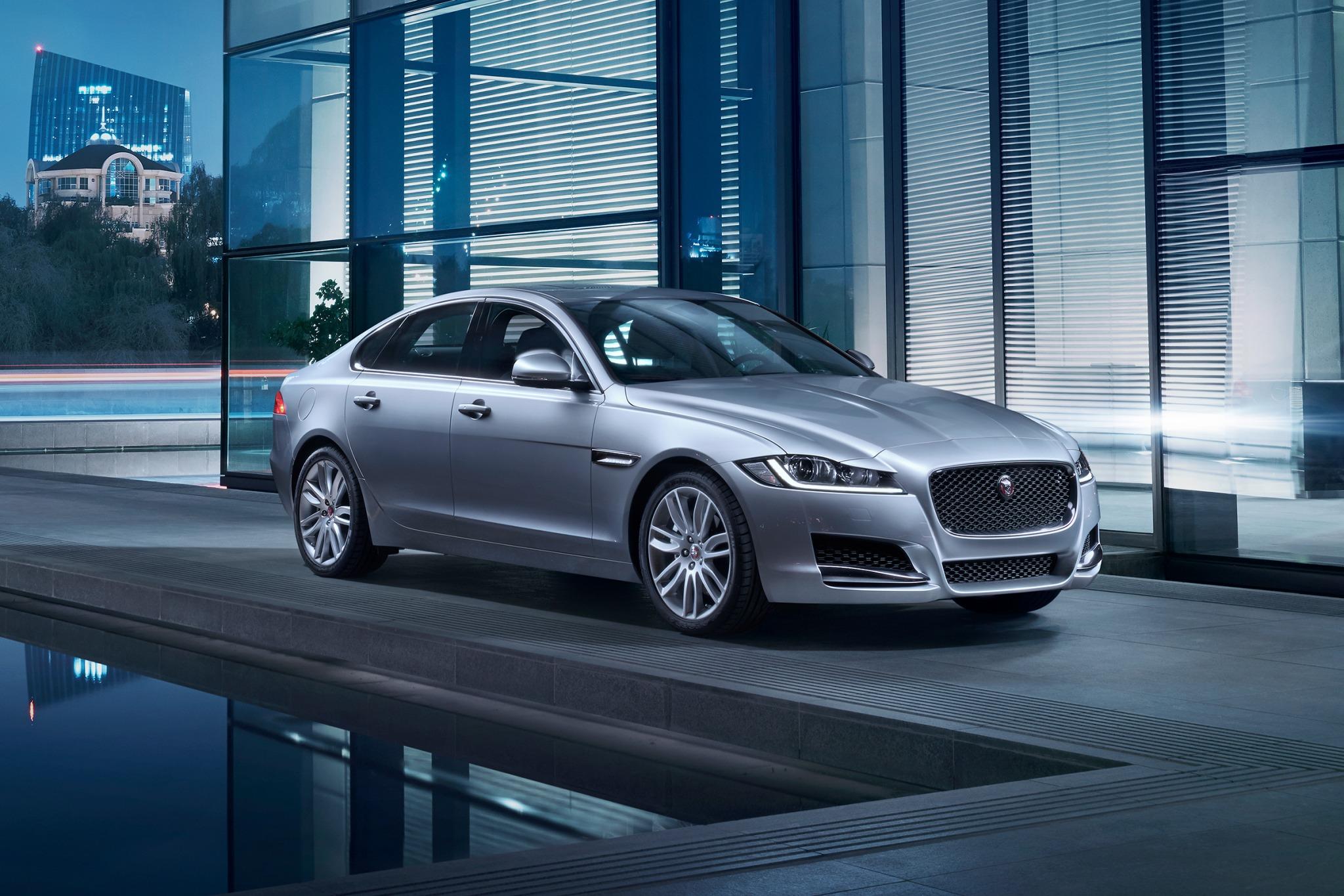 2018 jaguar xf sedan 35t prestige fq oem 1 2048