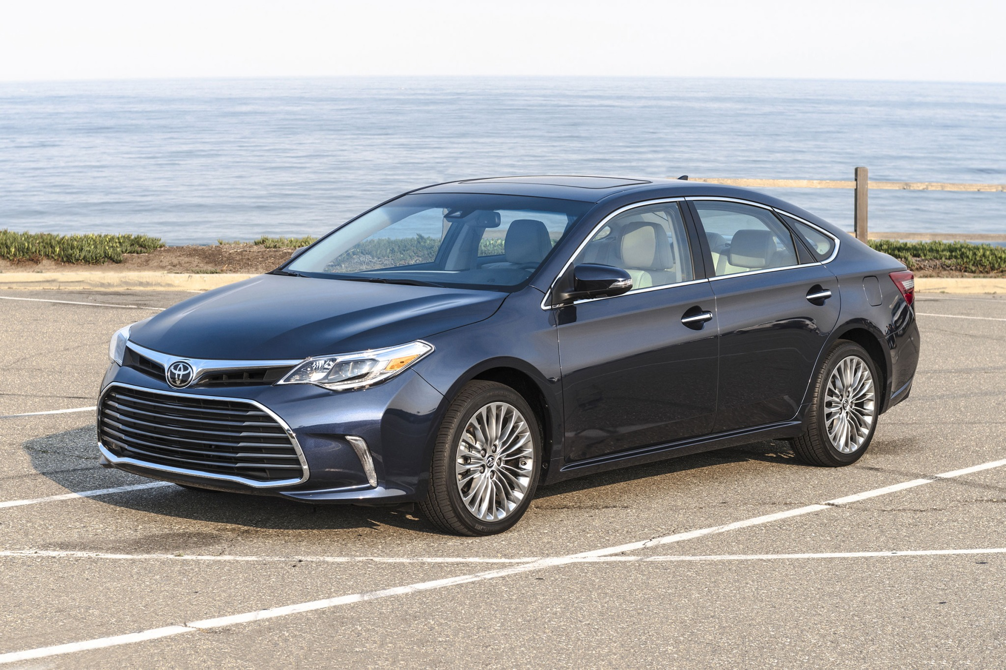 2018 toyota avalon sedan limited fq oem 1 2048
