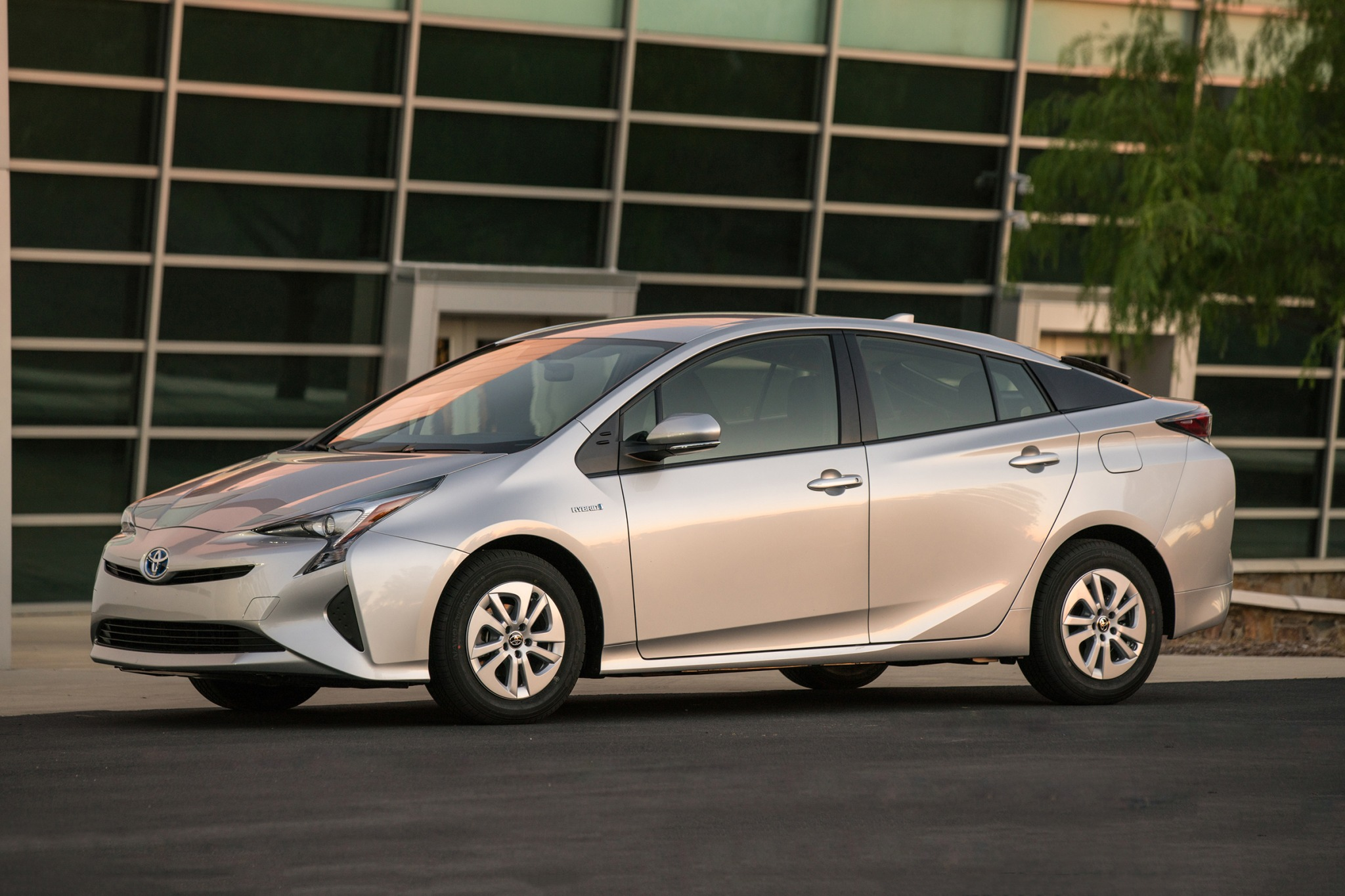 2018 toyota prius 4dr hatchback two fq oem 1 2048